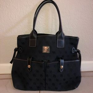 perfect condition black dooney and bourke purse